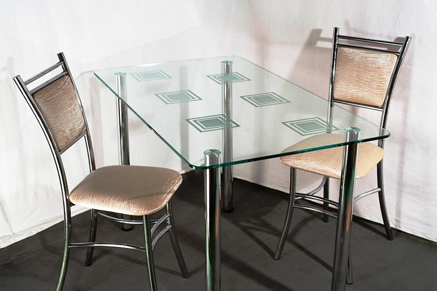 Кухонные столы из стекла